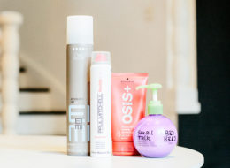 O time de produtos finalizadores: spray EIMI Absolute Set, da Wella; Spray Wax, Paul Mitchell; pomada Rock Hard Osis,  da Schwarzkopf e leave-in Small Talk, da Bed Head